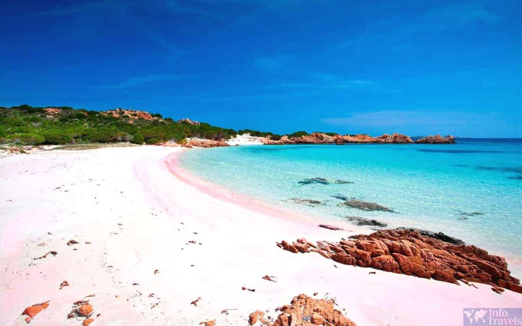 Розовый пляж - один из красивейших пляжей Италии