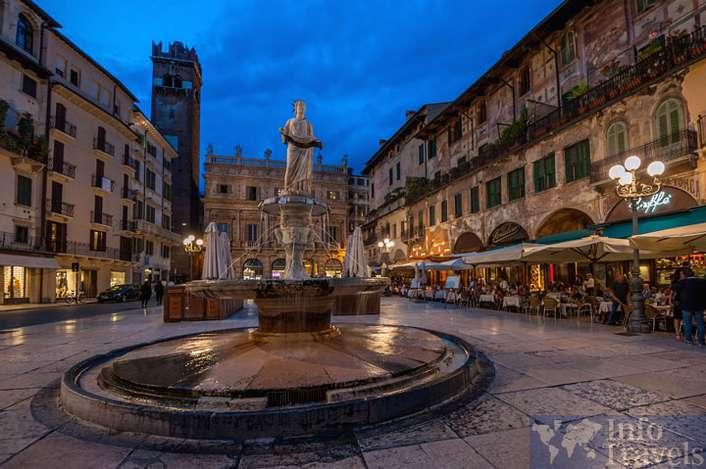 Площадь-Ербе в Вероне. Италия