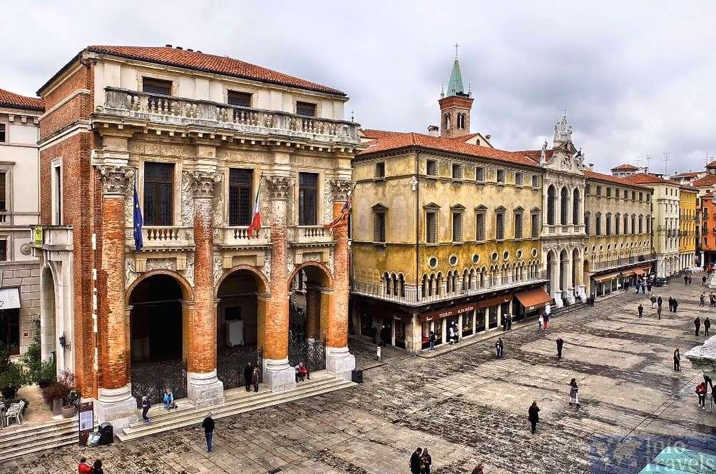Пьяцца-дей-Синьори в Вероне. Италия