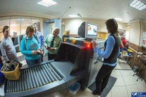 Досмотр ручной клади в аэропорту