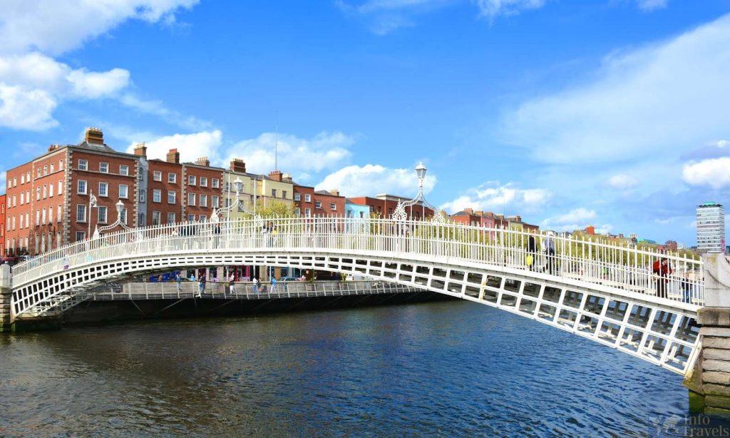 Мост  Ha'penny Bridge в Дублине