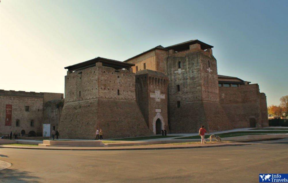 Замок Кастель Сисмондо (Castel Sismondo)