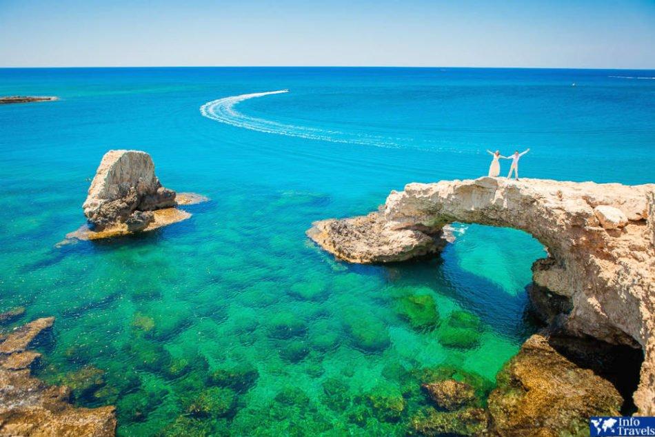 Где отдохнуть в сентябре и октябре на море