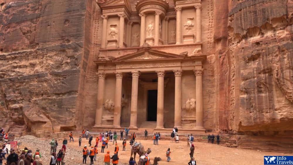 Петра - каменный город набатейцев