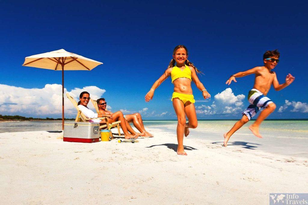 Семейный отдых на солнечном берегу