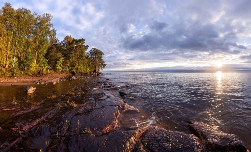 Историческое Онежское озеро одно из главных интересных мест в России