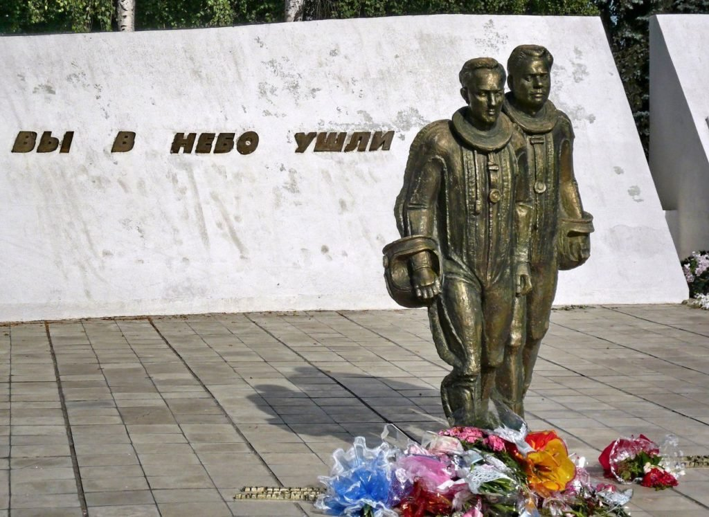 Памятник погибшим летчикам
